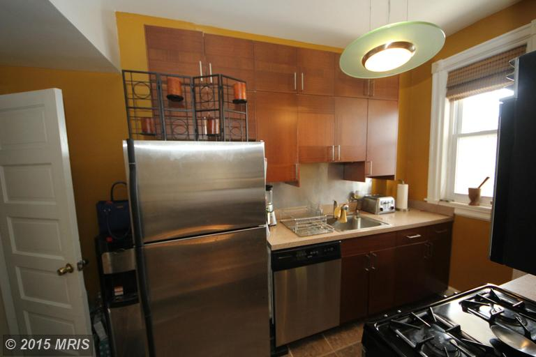 Bloomingdale 3 Bedroom Home For Rent | Upgraded Kitchen with Stainless Steel Appliances
