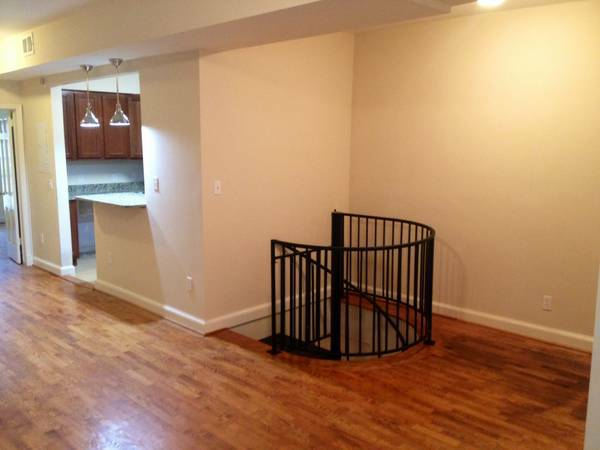 Capitol Hill 4 Bedroom Perfect for Sharing   Stairway