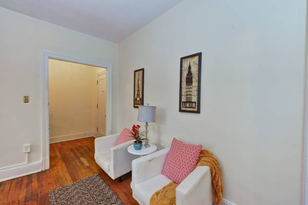 Sophisticated Studio in Kalorama | Sitting Area | Apartment for Rent in Washington DC