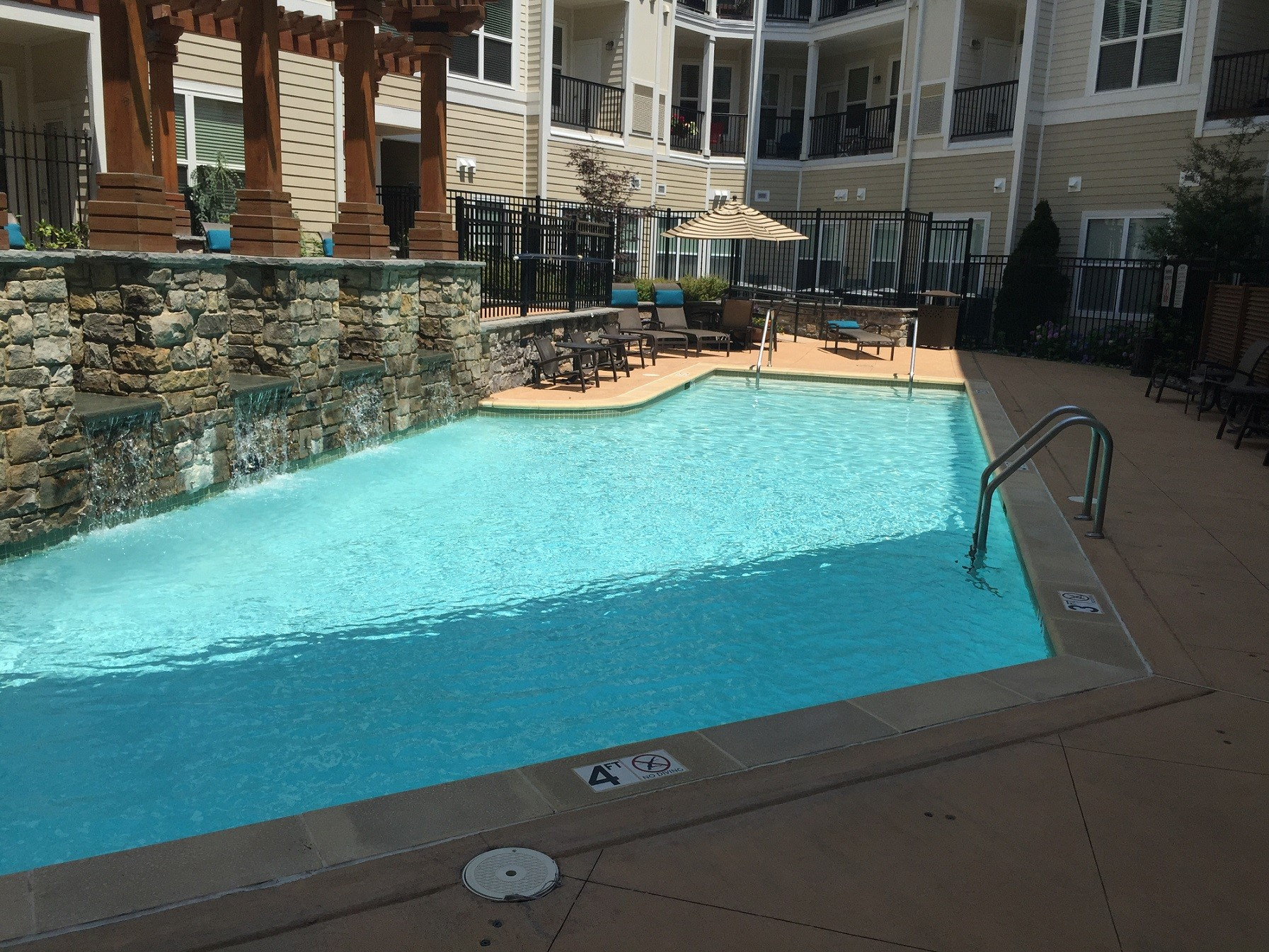 Relaxation Station Pool Lounge: Camden Dulles Station Apartments