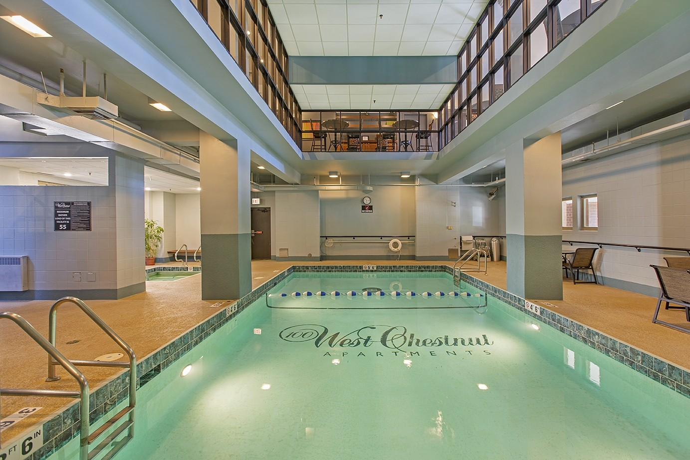 100 West Chestnut Apartments: Pool