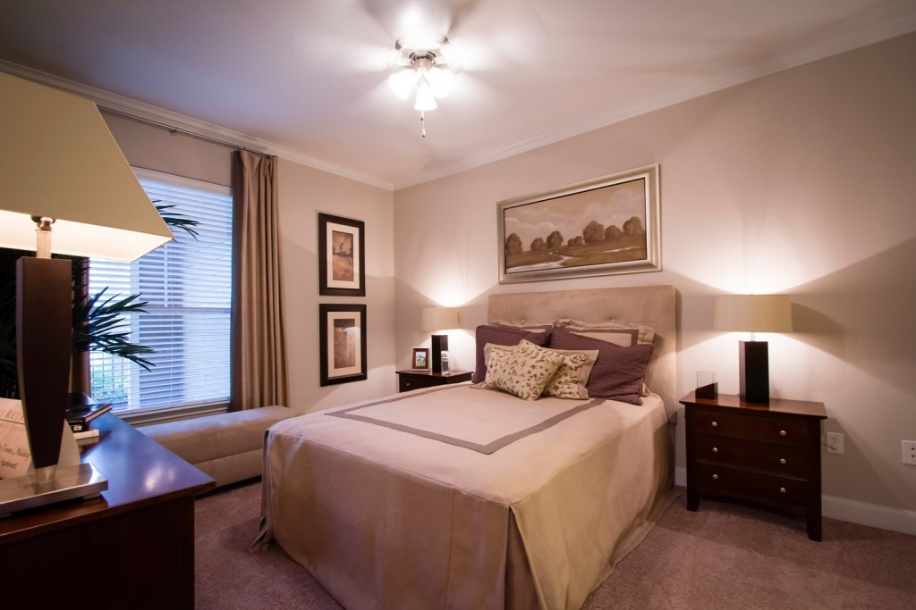 Retreat at Cypress Station Apartments: Bedroom