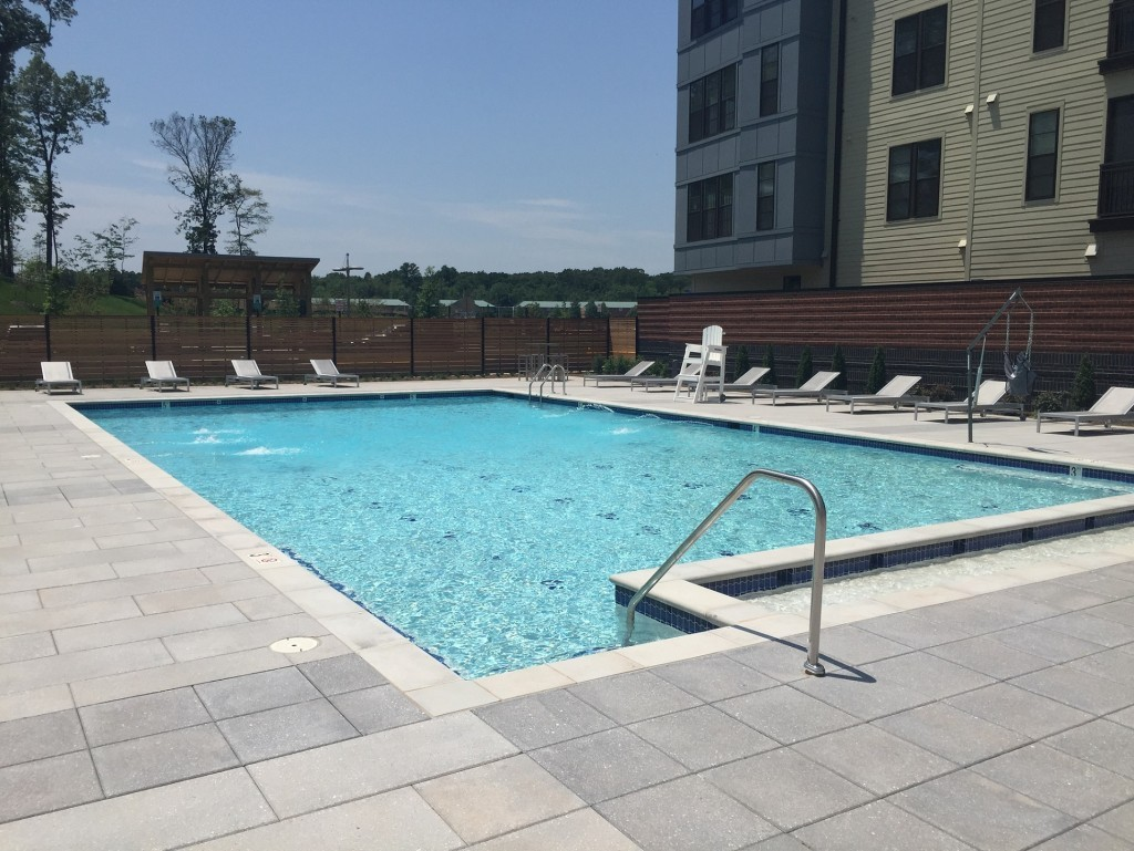 Windmill Parc Apartment Homes Pool