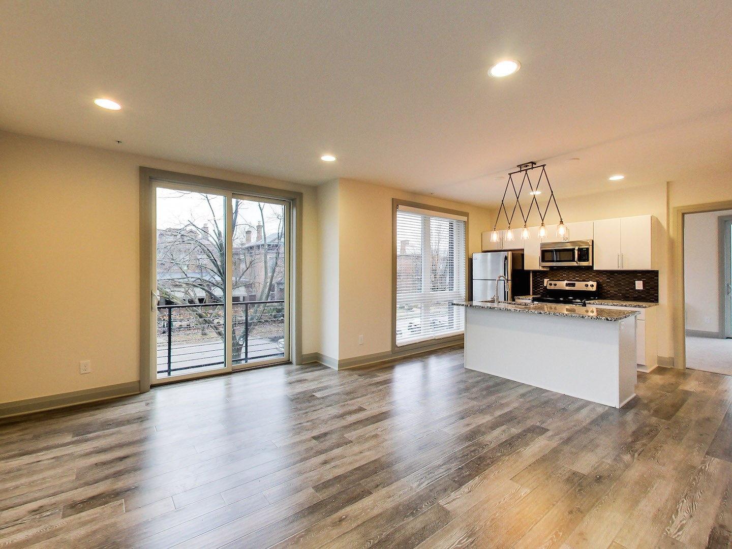 8-40-west-apartments-columbus-ohio-one-bedroom-living-room-and-kitchen