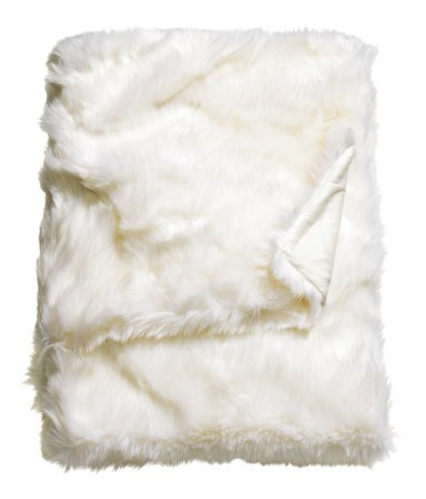 Apartminty Fresh Picks: Holiday Decor Ideas For Your Apartment | Faux Fur Throw