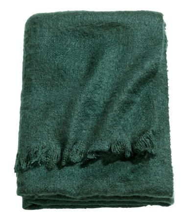Apartminty Fresh Picks | Fall Favorites | Soft Light-Weight Throw Blanket From H&M
