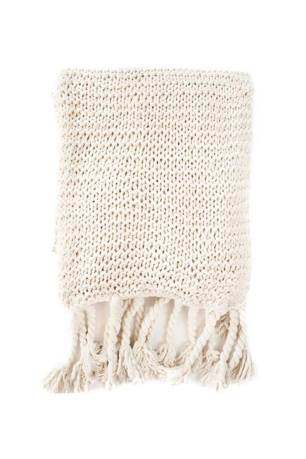 Apartminty Fresh Picks: Warm and Fuzzy | Cable Knit Throw Blanket