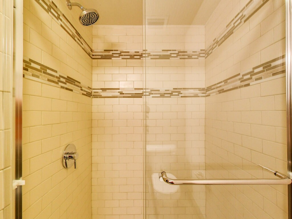 Model Envy: 40 West Apartments | Walk-in Shower | Move to Columbus