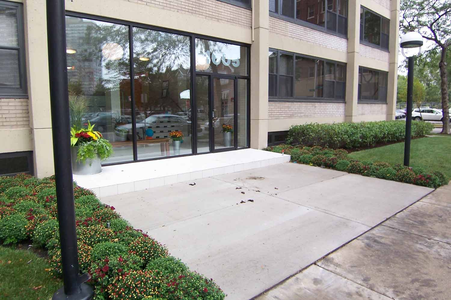 algonquin-apartments-for-rent-in-chicago-exterior-entry