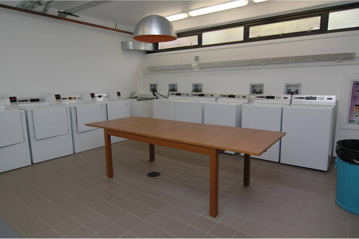 algonquin-apartments-for-rent-in-chicago-laundry-room