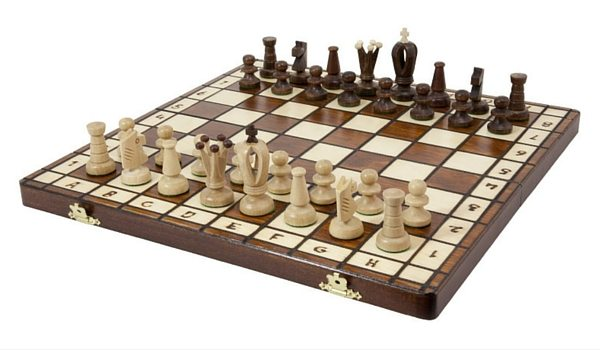 Apartminty Fresh Picks: Hosting Game Night In Your Apartment | Classic Chess Board