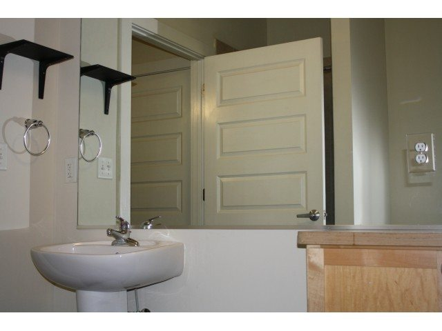 raven_place_apartments_bathroom2