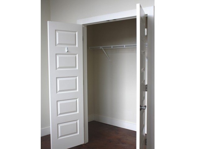 raven_place_apartments_closet