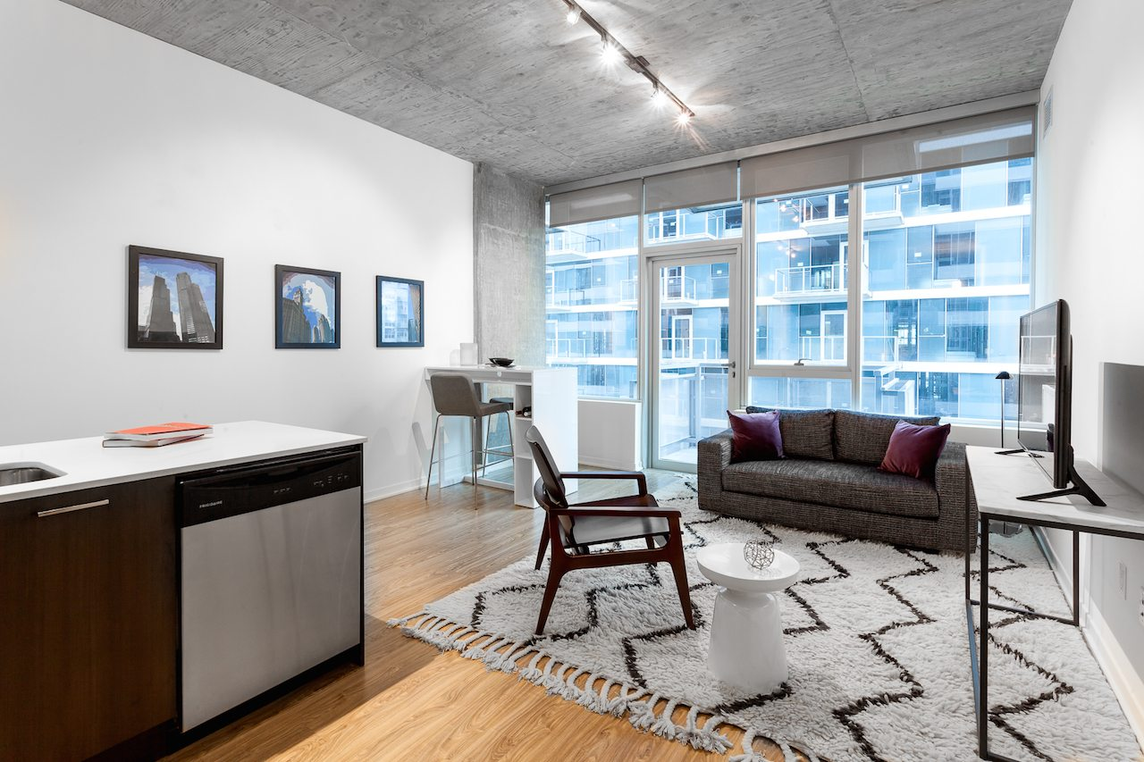 1333 South Wabash | Luxury Apartments in South Loop Chicago, IL | Living Room With Balcony