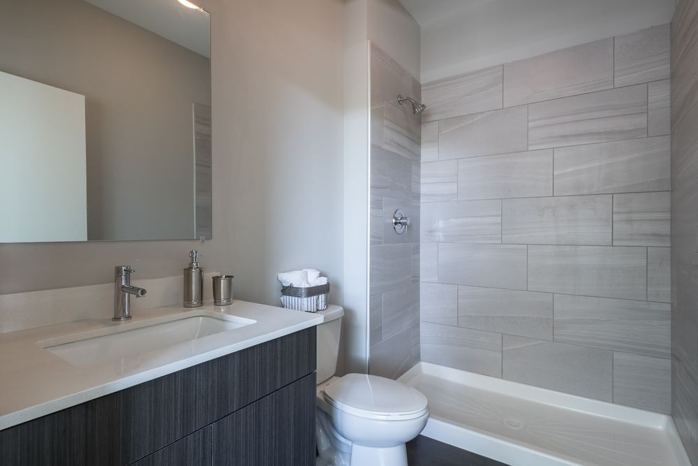 1545-west-north-apartments-wicker-park-chicago-luxury-rentals-bathroom