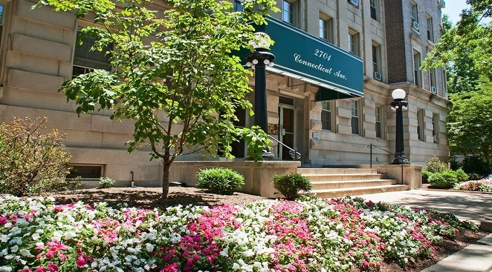 2701-connecticut-side-view-entrance-apartments-for-rent-dc