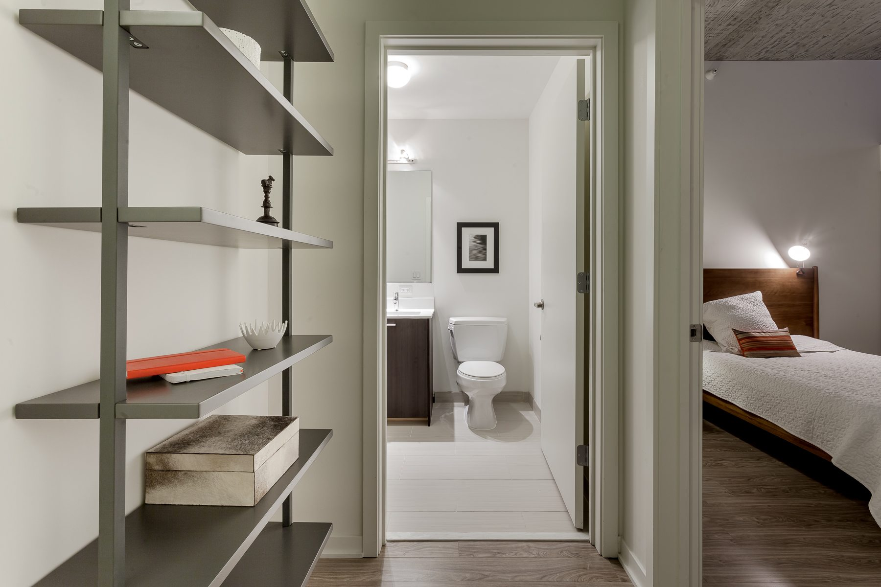1333-south-wabash-luxury-apartments-south-loop-chicago-il-master-bedroom-shelving