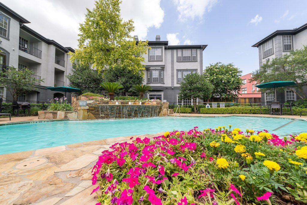 22-camden-midtown-houston-texas-apartments-two-resort-style-pools-with-water-features-and-tanning-shelf-3