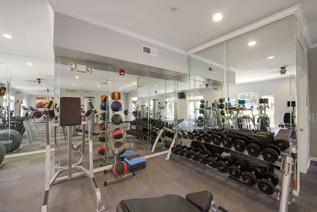 7-camden-midtown-houston-texas-apartments-state-of-the-art-fitness-center-with-free-weights
