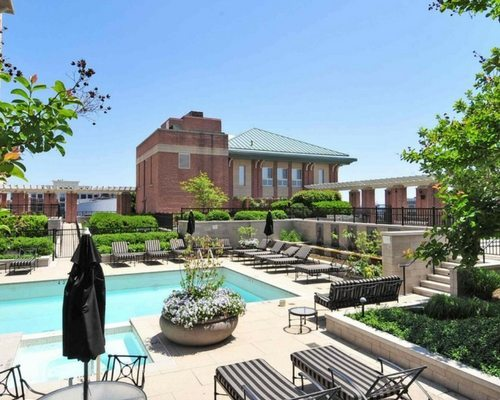spinnaker-bay-at-harbor-east-apartments-baltimore-md