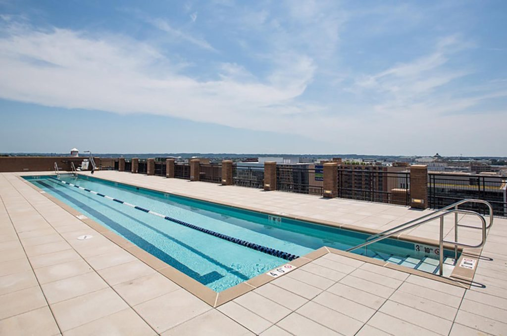 best-apartment-fitness-centers-in-dc-2m-street-apartments-in-noma-rooftop-pool