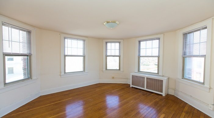foreland-cheap-apartments-dc-capitol-hill-studio-living-room