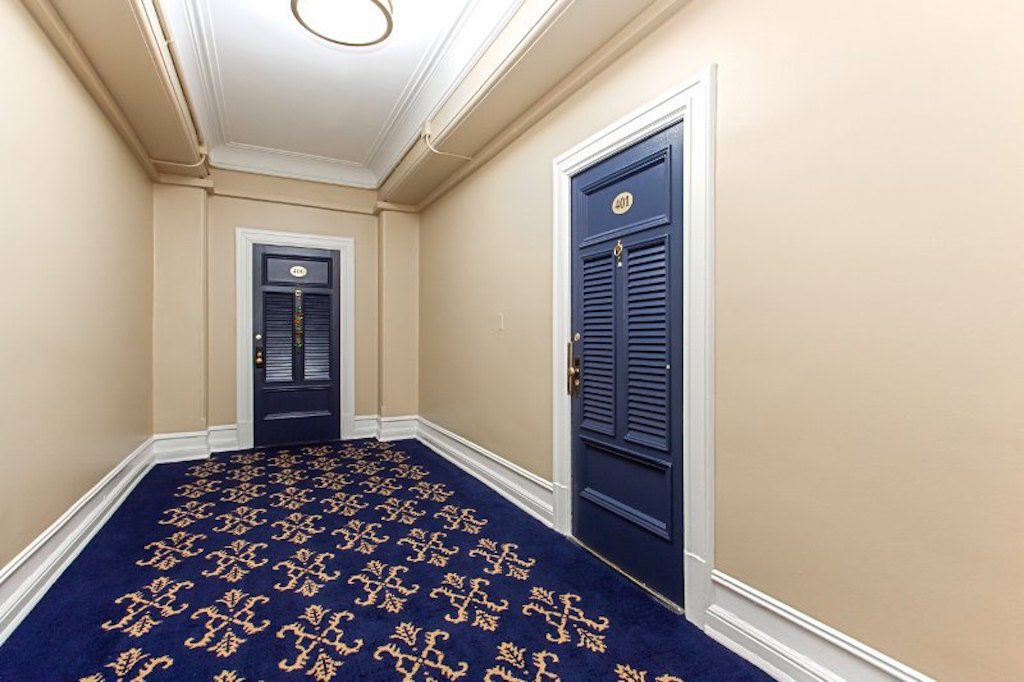 the-calverton-dc-apartments-hallway