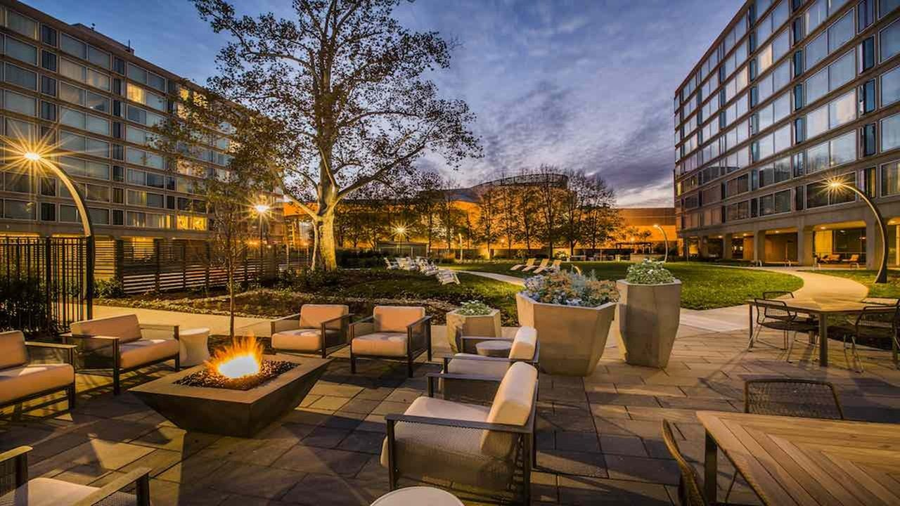 dc-apartments-near-the-metro-the-view-at-waterfront-apartments-southwest-waterfront-apartments-courtyard-firepits