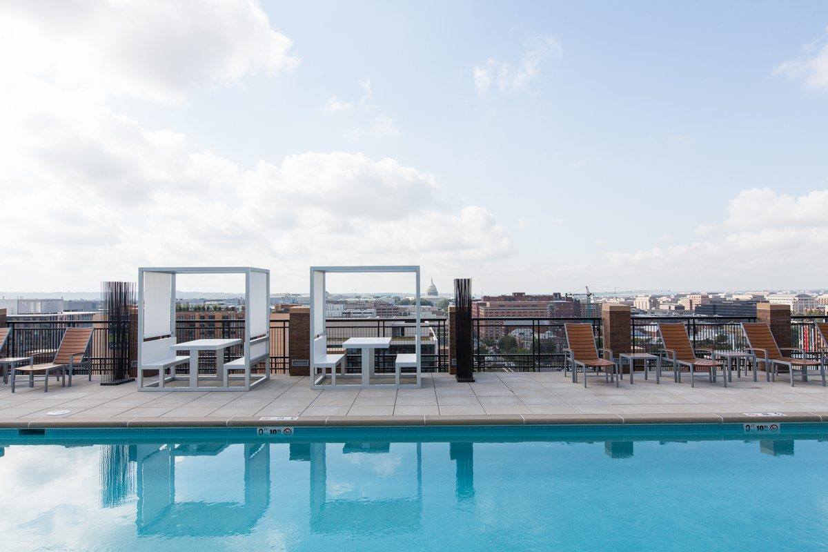2m-street-rooftop-pool-area-dc-apartments (2)