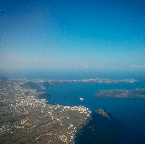 The Instagrammers Guide To Santorini, Greece   Photo-Ops in Santorini, Greece   Travel