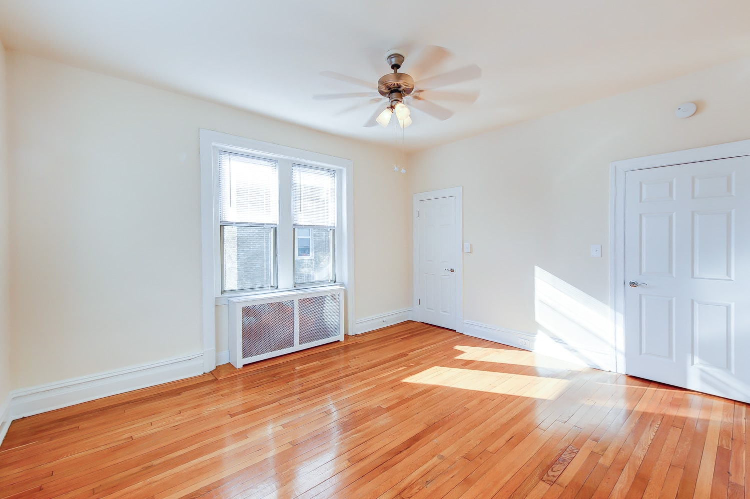 Chatham-courts-apartments-washington-dc-bedroom (3)-min