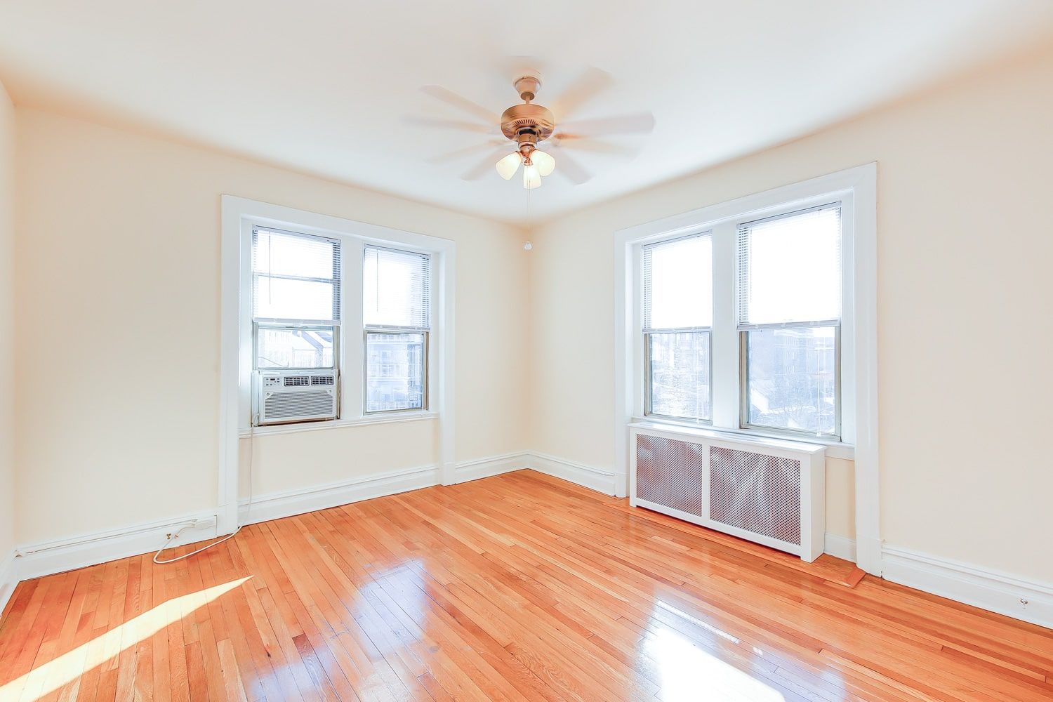 Chatham-courts-apartments-washington-dc-bedroom1-min