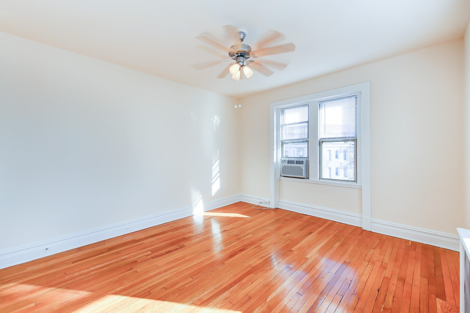 Chatham-courts-apartments-washington-dc-bedroom2-min